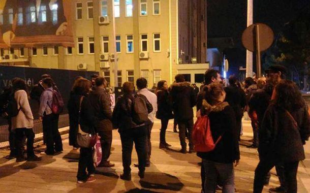 Eğitim-Sen Çanakkale Şube Yöneticisi Burak Efeyurtlu, akşam saatlerinde evine yapılan baskın ile gözaltına alındı.