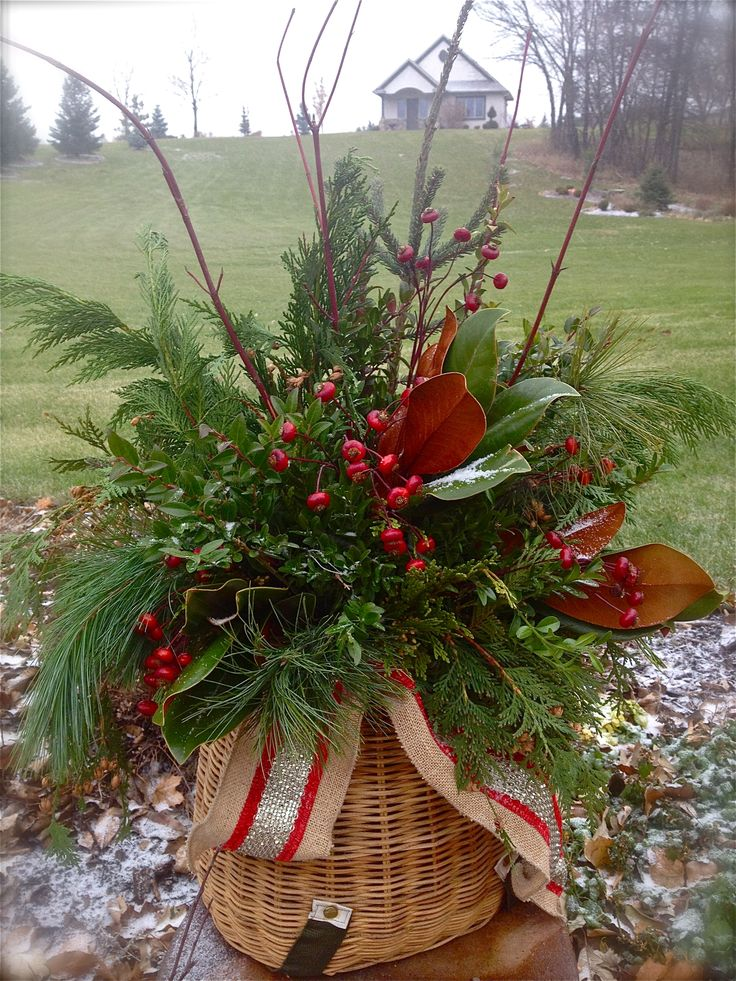 Best 25+ Christmas greenery ideas on Pinterest | Natural ...