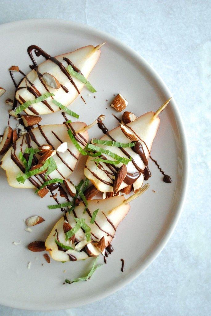 Dessert: Pære m. mynte, mandler og choko