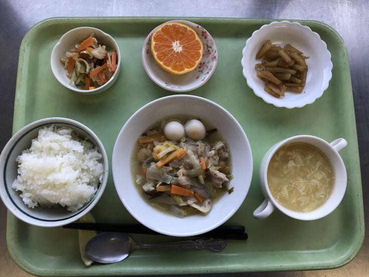 11月15日。八宝菜、レンコンのきんぴら、華風酢の物、コーンの中華スープ、みかんでした!八宝菜が特に美味しかったです!605カロリーです