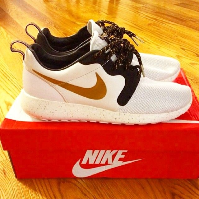 """best sneakers 540ba 4ad6e ... Nike Roshe Run Hyperfuse Gold Tropy with 55"""" Black Gold Lace Swap  www.laceduplaces ..."""