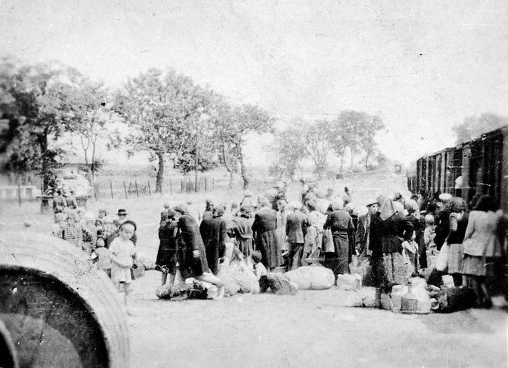 Holocaust History - Murder of Hungarian Jewry - Yad Vashem. Soltvadkert, Hungary, Jewish deportees before boarding the deportation train, June 1944 Yad Vashem Photo Archives, 1249/12 « PreviousImage 4 of 5Next »