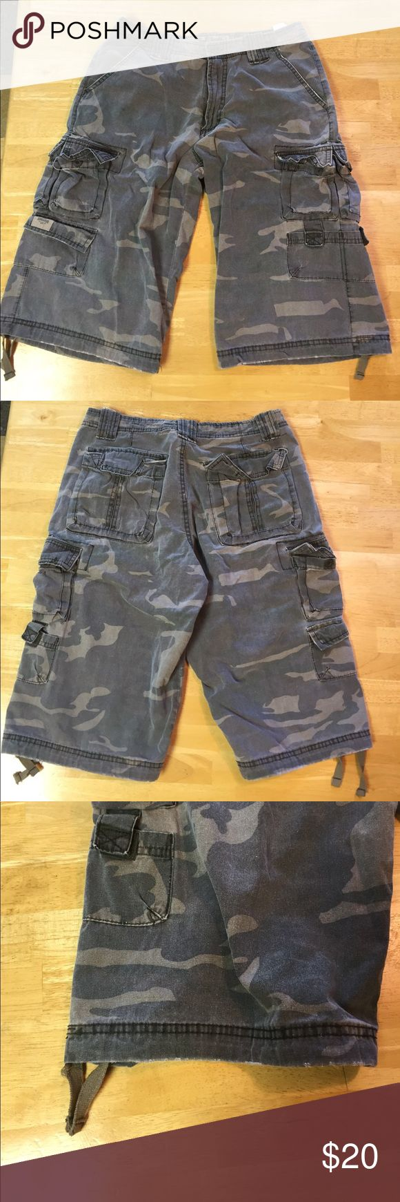 """Lee Dungarees Men's camouflage cargo shorts Lee Dungarees Men's camouflage cargo shorts      Size 29. 13.5"""" inseam. Very good condition. Smokefree home Lee Shorts Cargo"""