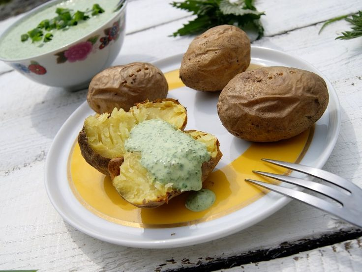 Pokrzywy! Slodki mus owocowy i sos do pieczonych ziemniaków
