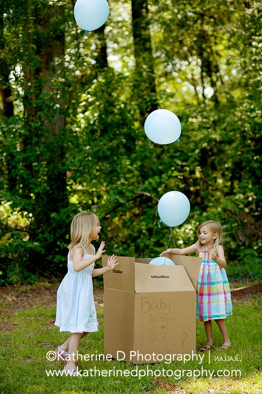 Gender Reveal Photo Session.  What a creative way to reveal this to one's kids.