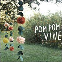 カラフルでフワフワ可愛いウエディング Pom Pom (ポンポン) の作り方をご紹介しています! ガーデンウエディングの飾り付けやウェルカムボードの装飾、 エントランスなどのデコレーションにぴったりです!