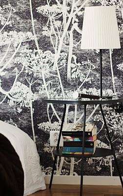 Bedroom -Brohusen Lomma Hamn. Wallpaper Cole & Son Cow Parsley.