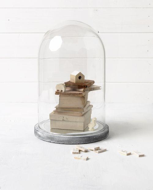 Sneeuwwitje - vtwonen   by Maaike Koorman & Stephanie Rammeloo  #glassbell #interior #styling