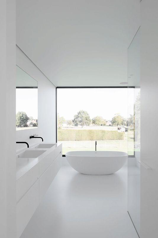 Großes Glas im Badezimmer, das den Blick von innen verhindert?