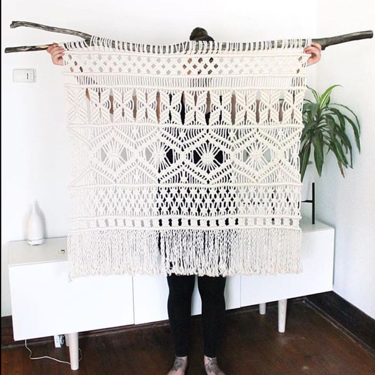 """MODERN MACRAME en Instagram: """"We ❤️ this piece from @natalie_ranae! Such beautiful work! Tag your photos with #modernmacrame to share your projects with us!"""""""
