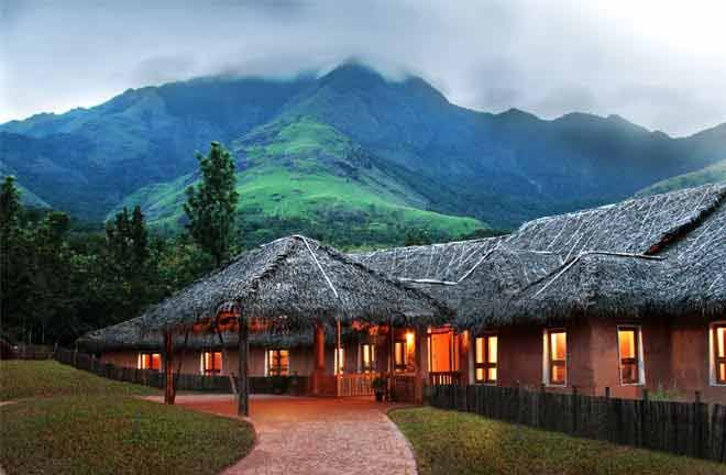 Munnar is the most coolest hill station in Kerala. So the wet climate make our mind and body fresh every time. So the place is most suiting for Munnar holiday packages. The hill station resorts,wildlife and waterfalls will be a soothing touch of your kerala travels... pavanyathri.com
