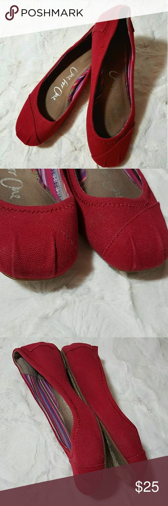 Toms red ballet flats Lighty worn toms ballet flats, only worn a couple of times! Outsides of shoes in almost perfect condition! Super comfy & adorable. Toms Shoes Flats & Loafers