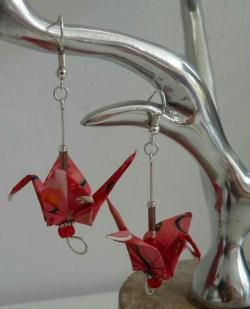 Tuto pour apprendre à faire des boucles d'oreille #origami en forme de grues