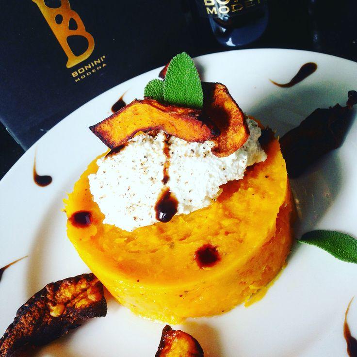 Crema di zucca con mousse di caprino e Condimento Bonini Affinato #zucca #balsamico www.balsamicobonini.it