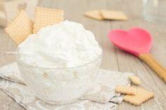 La crema paradiso è una crema al latte senza cottura davvero favolosa, profumata e iper veloce, senza uova, perfetta per farcire o come dolce al cucchiaio!