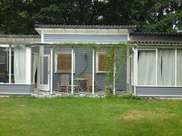 Achtergevel: nieuw hout, dubbel glas, isolatie, binnenvloer, schilderwerk voorjaar 2014.