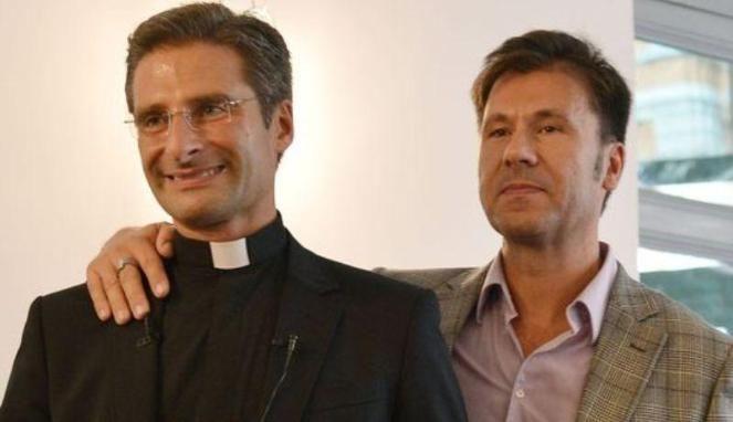 #Pastur Heboh, Pastur Vatikan Mengaku Gay. Saya bahagia dan bangga menjadi diri saya sendiri. Seorang pastur senior di #Vatikan mengakui bahwa dirinya adalah penyuka sesama jenis alias gay. Pengakuannya itu dikatakannya sebelum menghadiri pertemuan dengan para uskup sedunia. Dilansir Mirror, Sabtu 3 Oktober 2015, Krzysztof Charamsa akhirnya dipecat setelah ia membuka pengakuannya melaui sebuah sesi wawancara dengan salah satu koran harian di #Ita