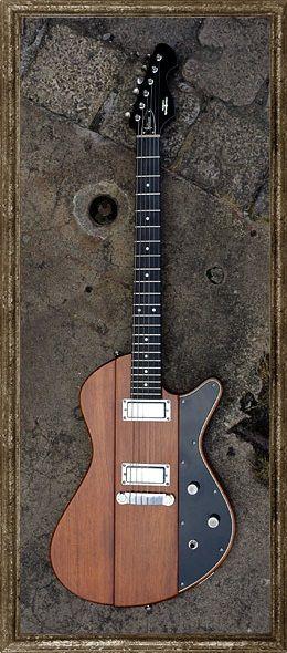 C'est la saison des guitares de caractère avec cette Firebug de chez Helliver Guitars. Retrouvez des cours de guitare d'un nouveau genre sur MyMusicTeacher.fr