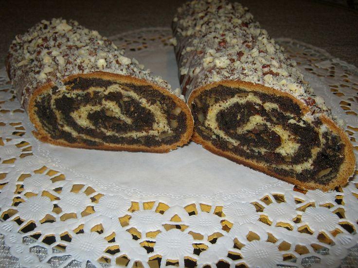 Ciasto; 500 g maki 150 g masła 3 średnie żółtka 1/3 szklanki cukru 2 łyżeczki cukru waniliowego 50 g drożdży 200 ml ciepłego mleka szczypta soli