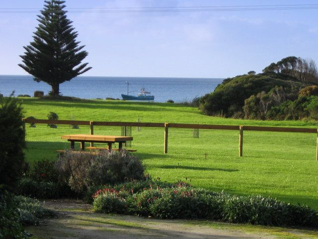 Naracoopa Holday Cottages in Naracoopa King Island Australia by OzeHols. #kingisland #tas #beach #beachholidays www.OzeHols.com.au/31