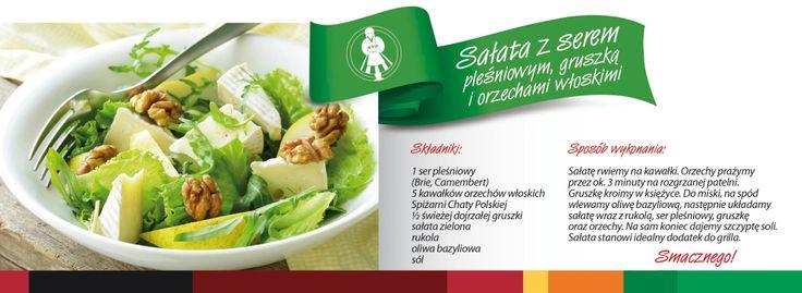 Sałatka z serem pleśniowym, gruszką i orzechami włoskimi.