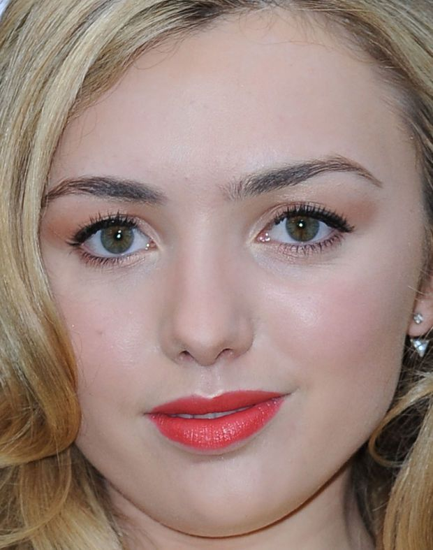 Close-up of Peyton List at the 2016 New York premiere of 'Allegiant'. http://beautyeditor.ca/2016/03/21/best-beauty-looks-paula-patton
