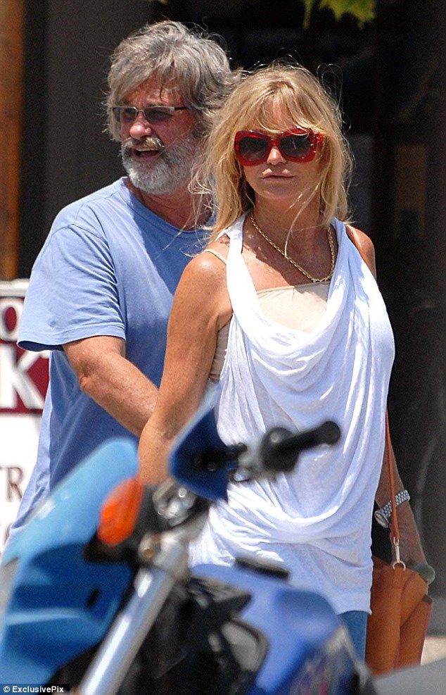 Enjoying the ride! Goldie Hawn and Kurt Russell soak up ...