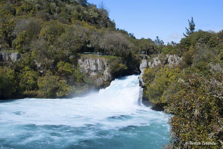 Les Huka Falls : 220 000 litres chaque seconde #Amazing !!   http://www.breizh-zelande.fr/taupo-rotorua-terre-eveil/