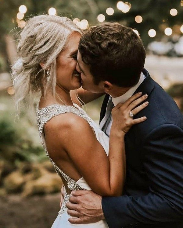 20 Romantic Wedding Kiss Photos Of All Time Wedding Kiss Kiss