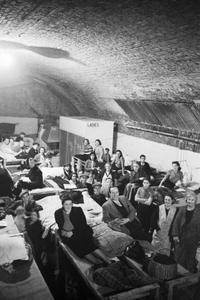 AIR RAID SHELTER UNDER THE RAILWAY ARCHES, SOUTH EAST LONDON, ENGLAND, 1940