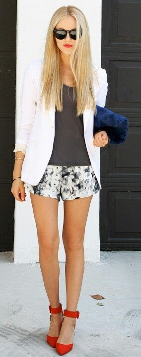Love this classy blazer and printed shorts look with that pop of color on the shoes. Daebak.