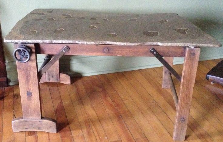 Petite table que j'ai fabriqué à partir d'un vieux support a cuve pour la lessive, je l'ai restauré et j'ai ajouté une pierre. 18 pouces haut X 35 large X 20 pouces de profondeur.  Voir aussi www.mgartrecup.wordpress.com et ma page facebook au facebook.com/michel.gauthier.artrecup