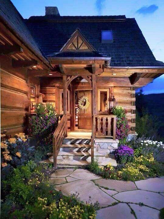 What a cute log cabin!