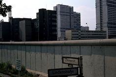 1978 Berlin - Die Berlinr Mauer an der Lindenstraße (heute Axel-Springer-Straße) Ecke Zimmerstraße.  ☺