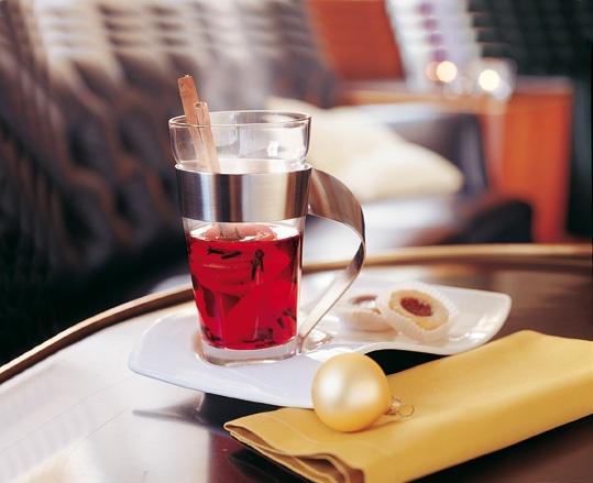 Vánoční punč, horký ovocný čaj