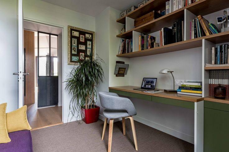 Un bureau sur-mesure en laque et chêne. Conception agence d'architecture d'intérieur Murs & Merveilles I www.mursetmerveilles.fr