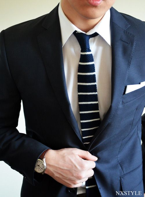 200cf035e44e Navy knit necktie with horizontal stripes | Knitted Ties | Menswear  Inspiration in 2019 | Fashion, Mens fashion:__cat__, Mens tailored suits