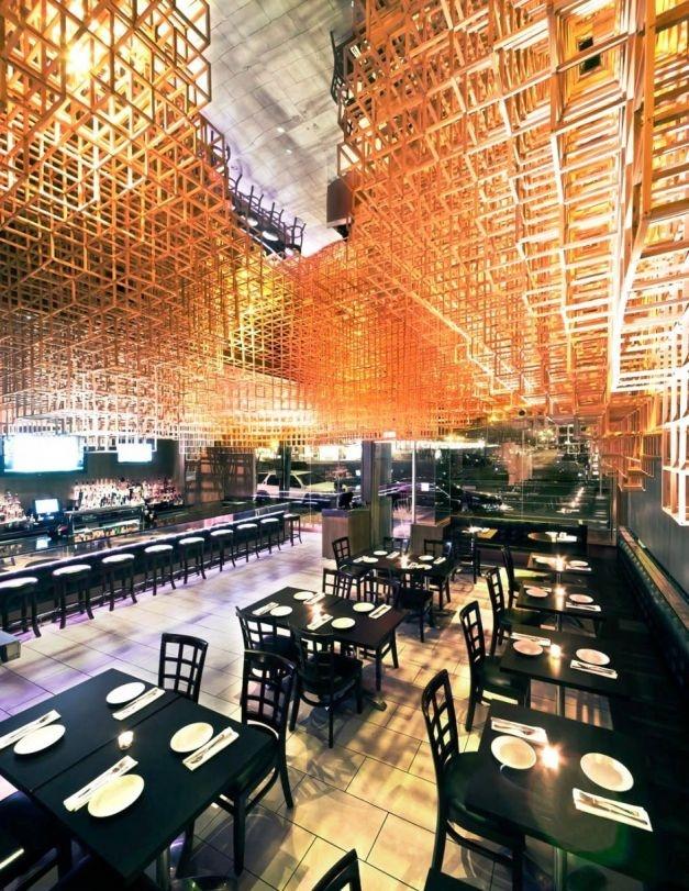 Das Innovative Decken Design Offenbart Sich Vor Den Augen Der Besucher,  Wenn Man Im Restaurant Spazieren Geht. Es Macht Den Eindruck,