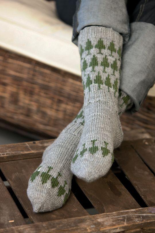 Free pattern in Finnish. Neulotut kuusisukat Novita Nalle | Novita knits