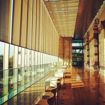 あたらしい施設と、旧い建物の融合、こんな場所に子どもを連れて行ったら、本だけではなく建築にも興味がわいてくるかもしれませんね。国立国会図書館国際子ども図書館