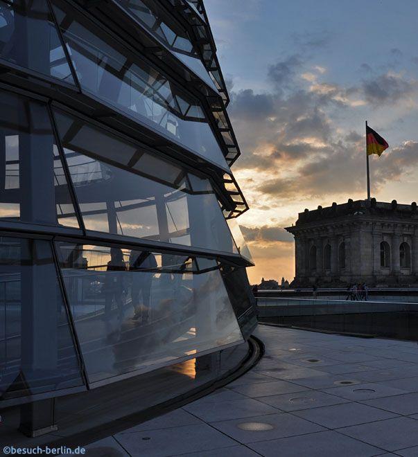 Reichstagskuppel in Berlin bei Sonnenuntergang  http://besuch-berlin.de