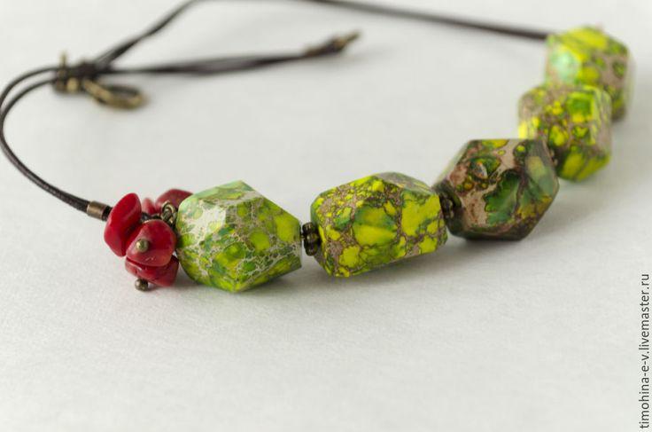 Купить Колье из натуральных камней - ярко-зелёный, натуральные камни, варисцит натуральный, коралл