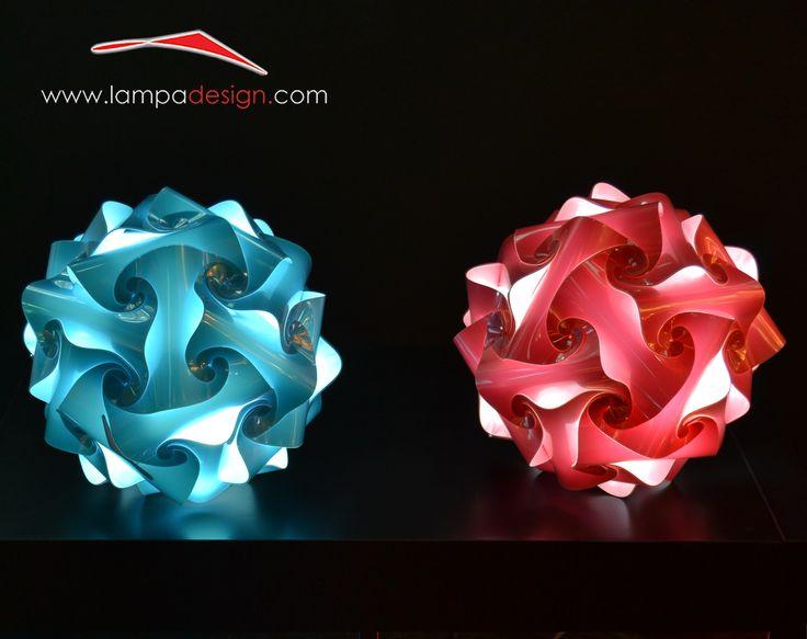 Lampade design moderno FIOCCO  La trovi qui: http://www.lampadesign.com/scheda.php?id=47 E' una lampada moderna di design, una sfera perfetta  Una luce d'ambiente fantastica per leggere e per rilassarsi,  Crea un ambiente perfetto per il tuo relax e il tuo piacere  Scegli i colori che più ti piacciono, te la costruiremo come tu la desideri