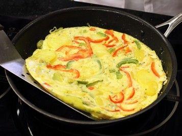 TAPAS: Tortilla z papryką - VIDEO przepis - przepisy.pl