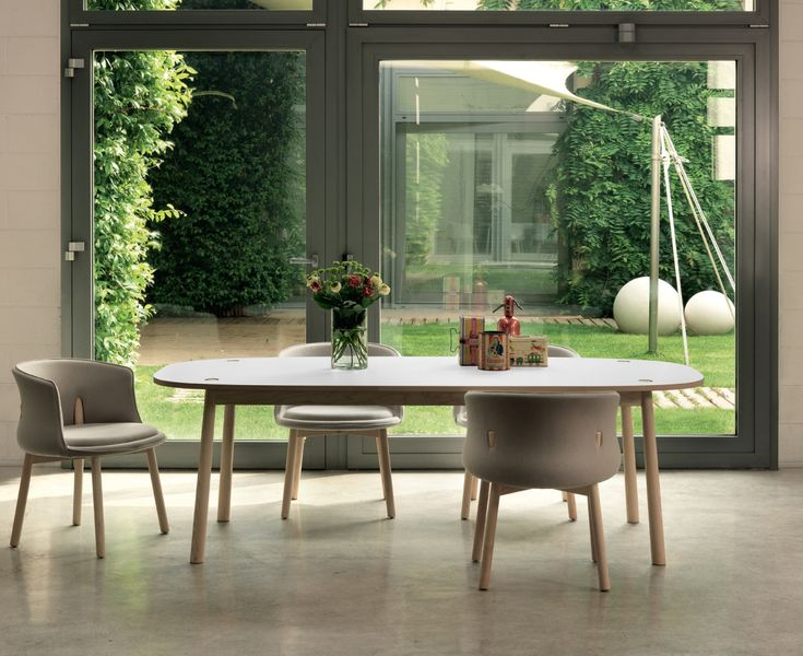 Peg Dining Table di Nendo Cappellini