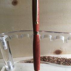 Stylo bille 1/4 tournant plaqué or en padouk du mozanbique