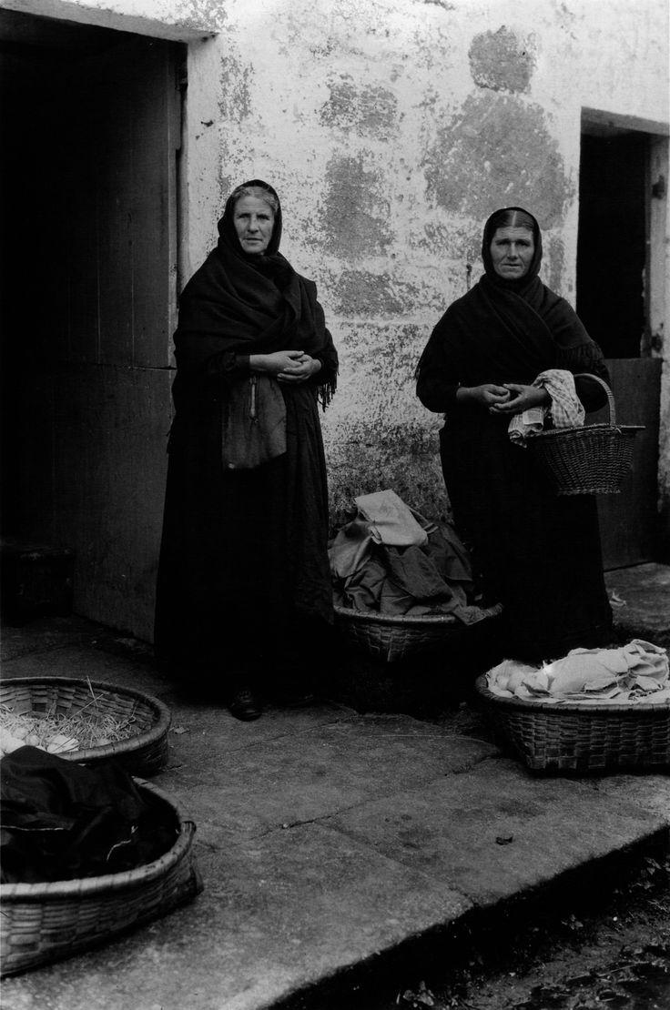 Mulleres vellas [Old women]. Muros, A Coruña, 1924.