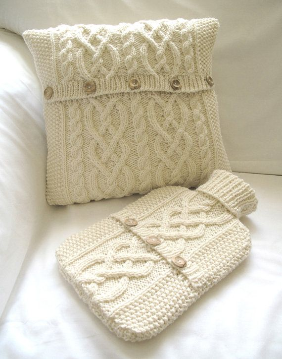 Cushion Cover and Hot Water Bottle Sweater / Cover- Cream Un protège bouillotte à partir d'un vieux pull en laine !