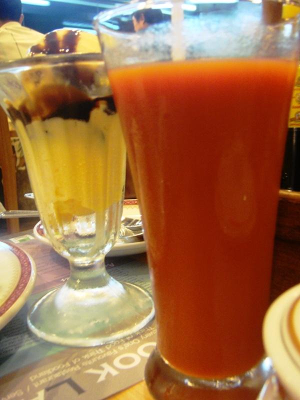 vanilla ice cream versus tomato juice @ Took Lae Dee