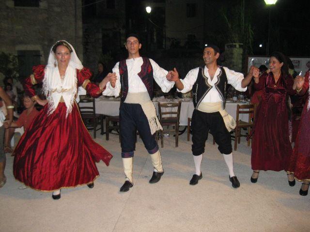 Ο χορός.
